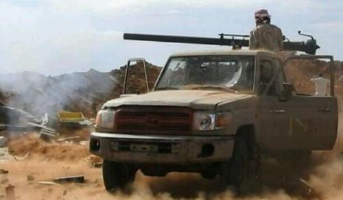 """الجيش يغنم صاروخ حوثي من نوع """"زلزال"""" كان بحوزة المليشيات في البيضاء"""