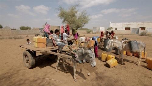 الهلال الأحمر الإماراتي يدشن مشروعات مياه عملاقة لإغاثة أهالي الحديدة