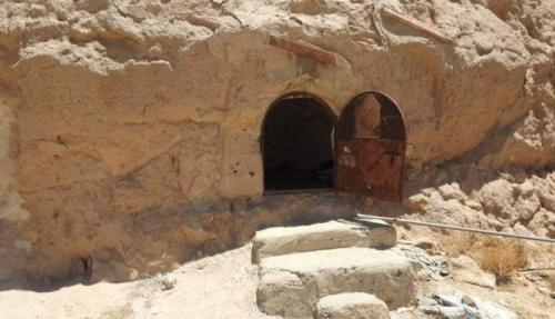 شاهد.. صورة جديدة تكشف شكل الكهوف الحوثية بصعدة