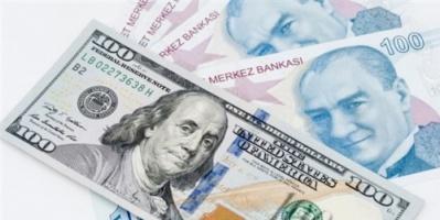 هبوط جديد لليرة التركية أمام الدولار بعد خلاف بين واشنطن وأنقرة