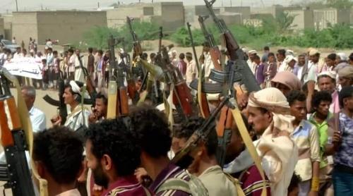 بعد ان حاصرتهم واتخذتهم دروع بشرية مليشيا الحوثي تجبر أبناء الدريهمي على التظاهر لصالحها
