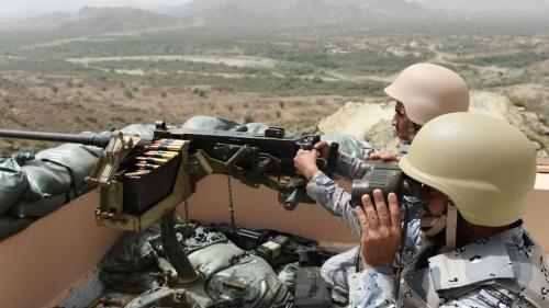 شاهد صاروخ سعودي يحول مسلحين حوثيين لكوم لهب