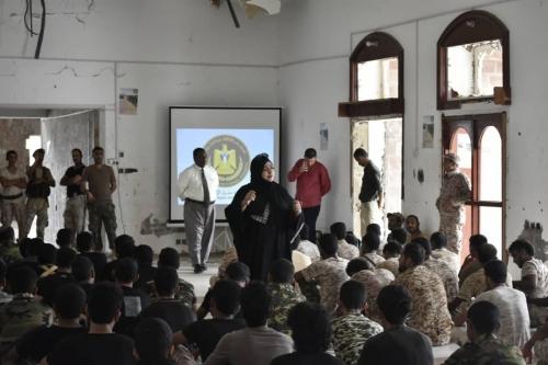 """دائرة حقوق الإنسان في الانتقالي تختتم ورشة """"الإعداد النفسي لرجل الأمن"""" لمجندي ألوية الدعم والإسناد"""