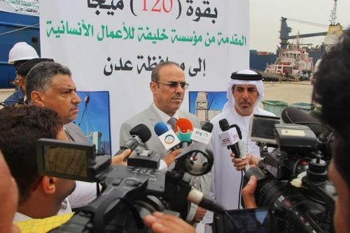 وزير الداخلية يشيد بجهود الإمارات في دعم الكهرباء بعدن