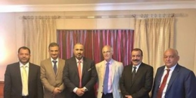سفير بريطانيا لدى اليمن يزور الرئيس الزبيدي في مقر إقامته بعمّان