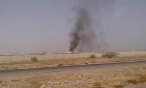 انفجار عبوة ناسفة في منطقة العند استهدفت طقم عسكري بلحج