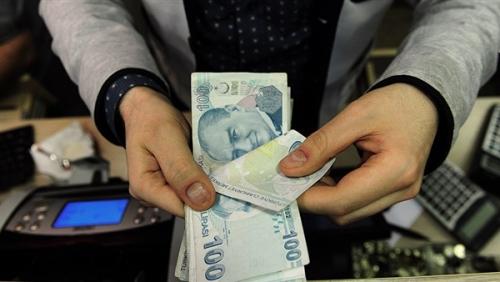 تركيا تتخذ إجراءات عاجلة بشأن الليرة
