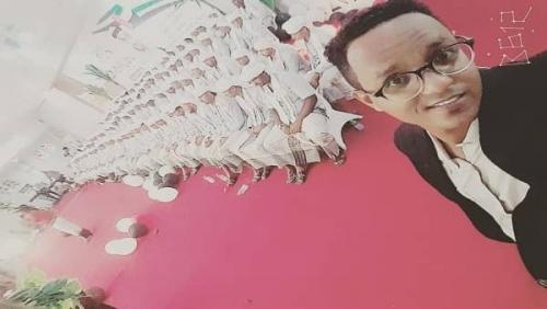 شاهد.. الهلال الأحمر الإماراتي ينظم مراسم زواج 200 عريس وعروسة بحضرموت