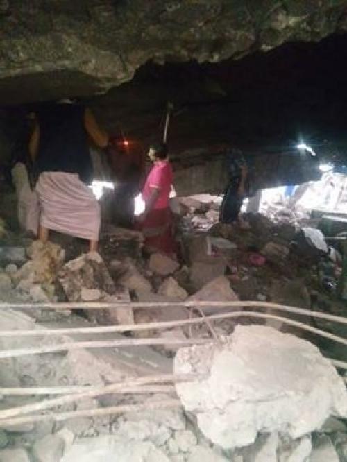 شاهد.. العثور على جثة مواطن يمني مشنوقا بإب