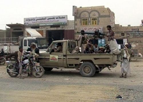 طقم حوثي يدهس مواطنين في الحديدة ومقتل اثنين