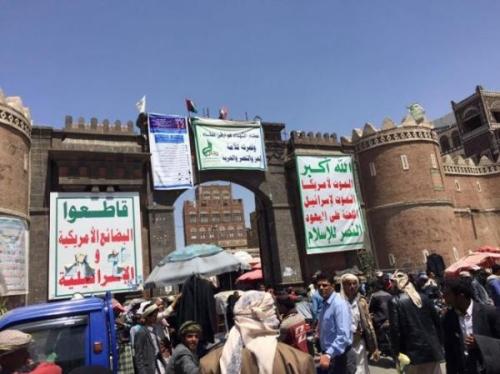 """لأول مرة منذ 20 عاماً.. محلات صنعاء ترفع شعار """"مغلق بسبب الريال"""""""