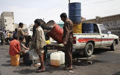 مليشيا الحوثي ترفع سعر الدبة البترول بصنعاء إلى 8500 ريال