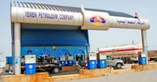 مدينة عتق تشهد أزمة حادة في مادة البترول