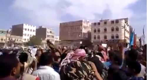 تظاهرات غاضبة بردفان للمطالبة بوقف انهيار الريال اليمني