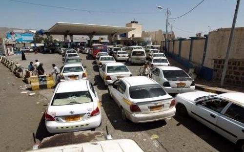أزمة وقود المكلا تشتد.. وتوزيع آخر كمية على المحطات اليوم