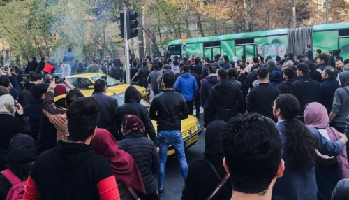 بتوزيع الغذاء بالبطاقات..اقتصاد إيران مستمر بالانهيار