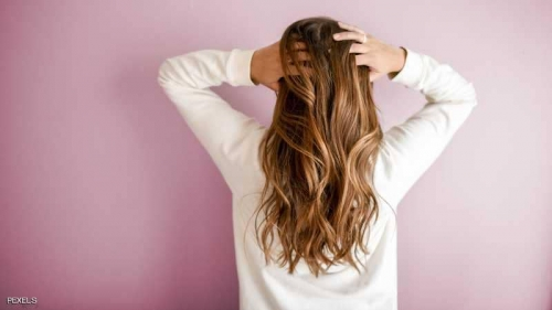 خبراء: طريقة غسل الشعر المعهودة خاطئة تماما