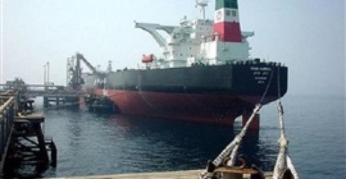 وكالة أمريكية: إيران تخزن النفط على ناقلات بحرية لتهريبه مع عودة العقوبات
