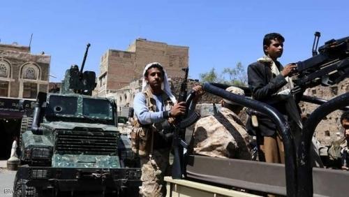 شاهد.. مليشيا الحوثي تتخذ من منازل المواطنين مواقع للحرب بالحديدة