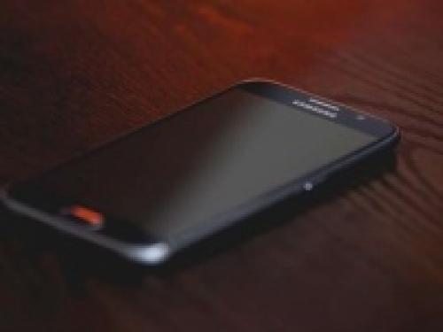 شاهد.. سامسونج تطور هاتفا بميزة غير مسبوقة!