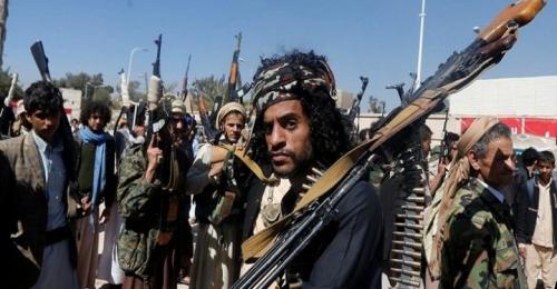 برفقة 15 متمردًا.. استسلام قيادي حوثي بارز في الحديدة (الاسم)