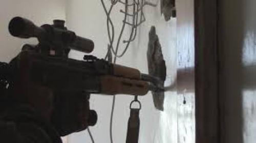 مسلح حوثي يقنص فتاتين وشاب بتعز