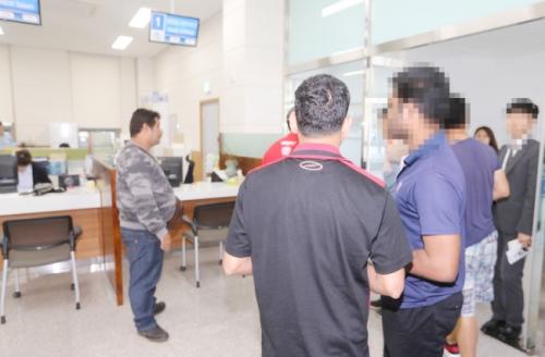 جيجو تمنح 23 يمنيّاً حق اللجوء المؤقت