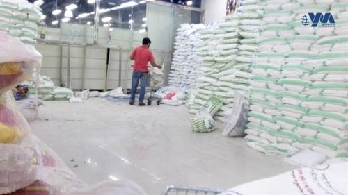 مليشيا الحوثي تستهدف مستودعات القمح بالحديدة