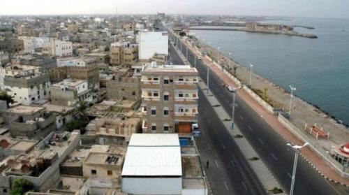 بعد اقتراب ساعة الحسم.. مليشيا الحوثي تنهب المرافق الحكومية بالحديدة