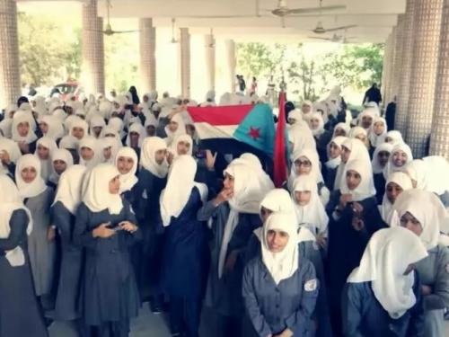 تعليق الالتزام بالزي المدرسي في اليمن