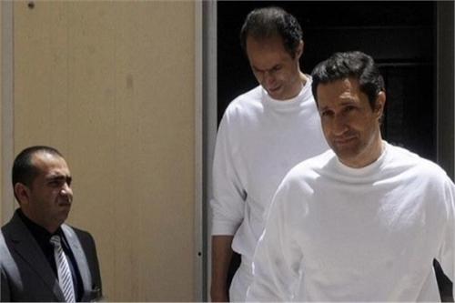علاء مبارك بعد حبسه وشقيقه: الحمد والشكر لله