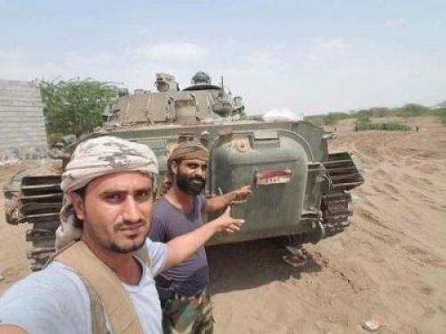 """شاهد أحدث دبابة حوثية سيطرت عليها """"العمالقة"""" بالحديدة"""