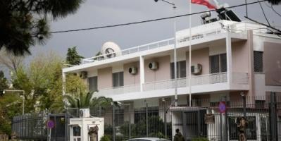 عاجل.. هجوم  بالحجارة والقنابل اليدوية على سفارة إيران في اليونان