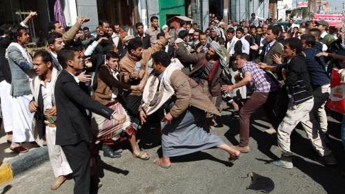 """الميليشيات الحوثية تستنفر عناصرها في صنعاء خوفاً من اندلاع """"ثورة جياع"""""""