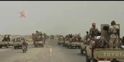 قوات التحالف العربي وألوية العمالقة تدفع بتعزيزات عسكرية كبيرة نحو الحديدة.