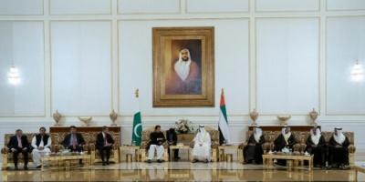 """""""بن زايد""""  يبحث مع عمران خان تعزيز العلاقات بين الإمارات وباكستان"""