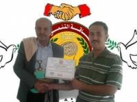 رئيس مؤسسة الطاقة التنموية الانسانية بالضالع يكرّم الشيخ حسين بن حسين العبد الجبارة مريس