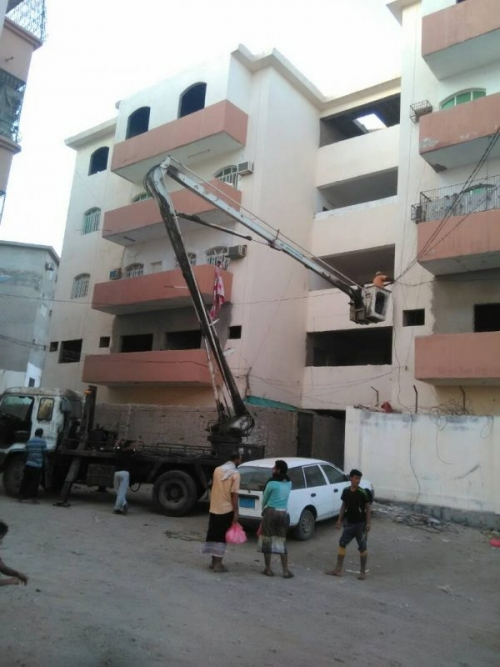 شاهد.. استكمال صيانة الإنارات بمديرية الشيخ عثمان