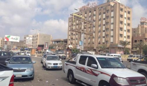 عاجل مقتل شخص وإصابة آخرين بانفجار قنبلة أمام أحد الفنادق في المنصورة