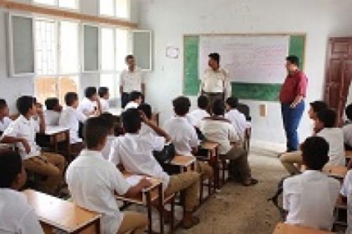 وكيل وزارة التعليم بحضرموت يتفقد عدداً من المدارس (صورة)