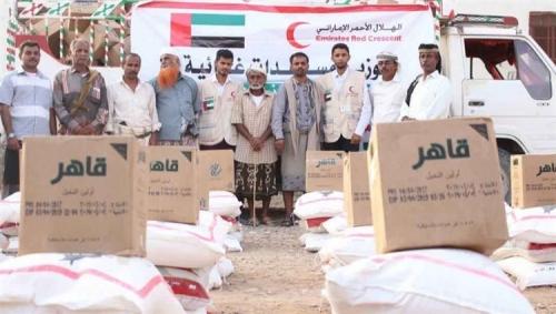 """""""الهلال الإماراتي"""" يوزع 1000 سلة غذائية على أهالي شبوة"""