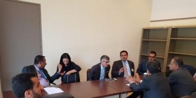 عسكر يناقش مع عدد من ممثلي الدول موقف الحكومة من تقرير لجنة الخبراء بجنيف