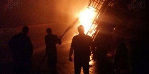 """حريق هائل بـ """"هنجر""""  لقطع غيار السيارات شرقي صنعاء"""