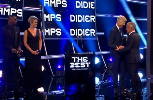 مدرب منتخب فرنسا ديشامب يفوز بجائزة أفضل مدرب