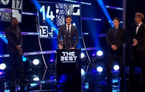 تيبو كورتوا حارس مرمى ريال مدريد يفوز بجائزة الفيفا   أفضل حارس مرمى