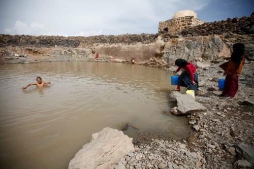 موقع بريطاني: هكذا تُستخدم المياه كسلاح حرب في اليمن