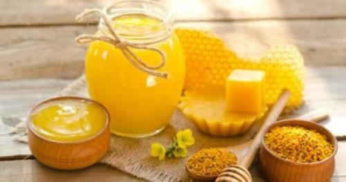 فوائد شمع العسل عديدة منها علاج المشاكل الجلدية