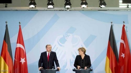 ميركل تفتح ملف السجناء وحقوق الإنسان مع أردوغان