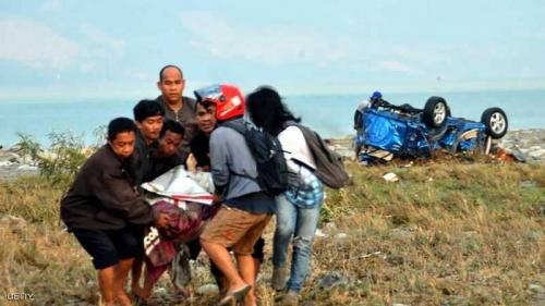 """حصيلة قتلى هائلة لزلزال إندونيسيا.. ومأساة """"تحت الأنقاض"""""""