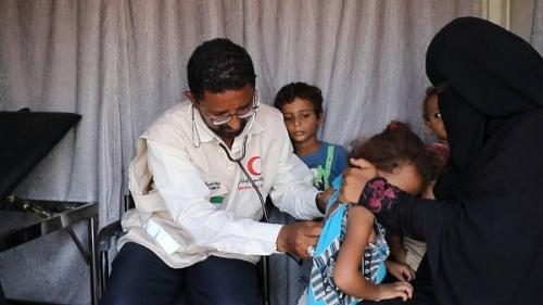 الهلال الأحمر الإمارتي يعالج أكثر من ألف مريض بالحديدة